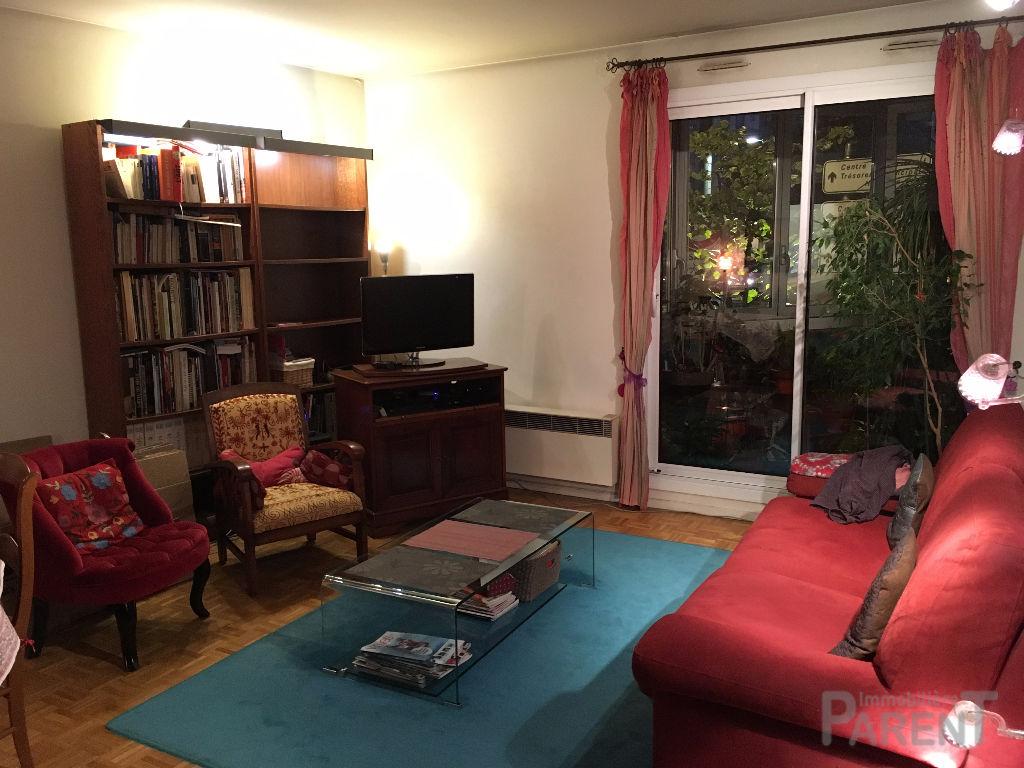 Appartement 4 pièces avec 3 chambres, loggia, cave, parking