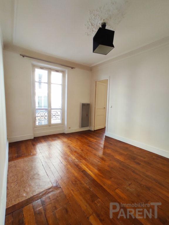 PARIS 7 EME - 2 pièces de 52,34 m²
