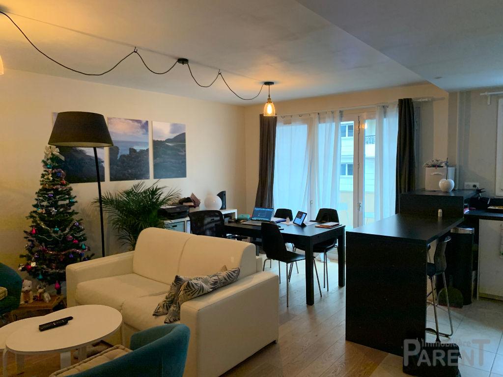 ISSY - Mairie - Beau T2/3 de 58,5 m2 au 2ème étage d'une résidence bien entretenue
