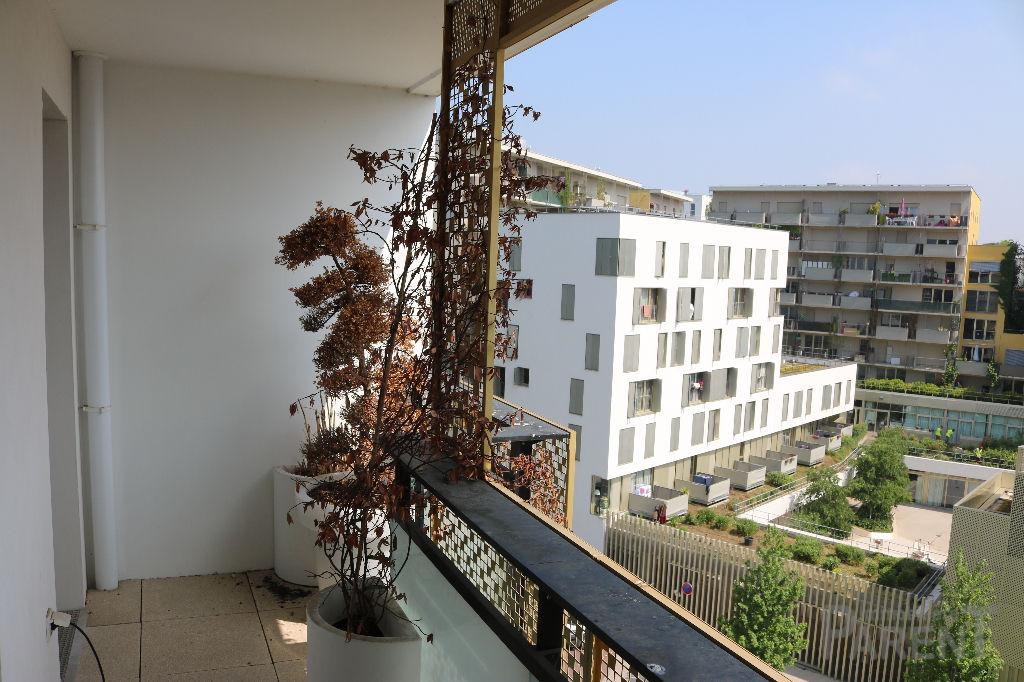 Très bel Appartement 4 pièce(s) 84.87 m2 à Issy-les-Moulineaux