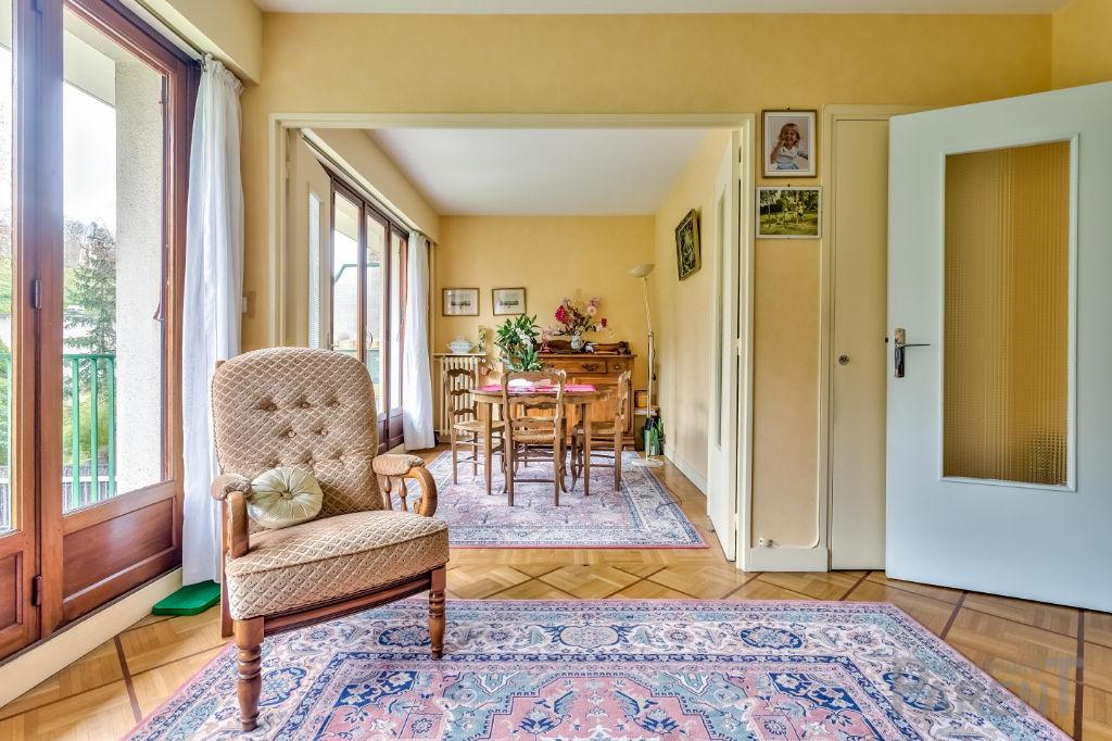 Issy Les Moulineaux - Beau 2-3 pièces de 57 m2 avec balcon, cave et parking en option