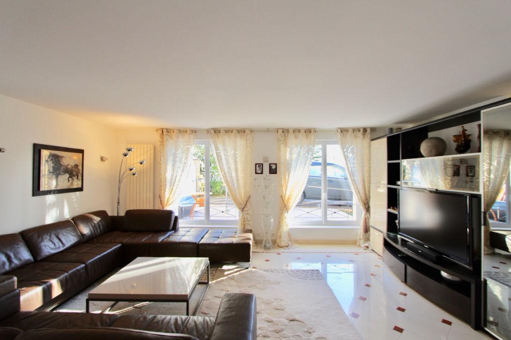 Maison  4 pièce(s) 161 m2