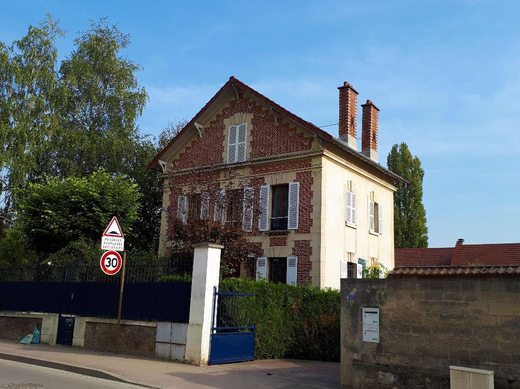 Maison Mesnil-le-roy -  Meublé  7 pièce(s) 182.87 m2