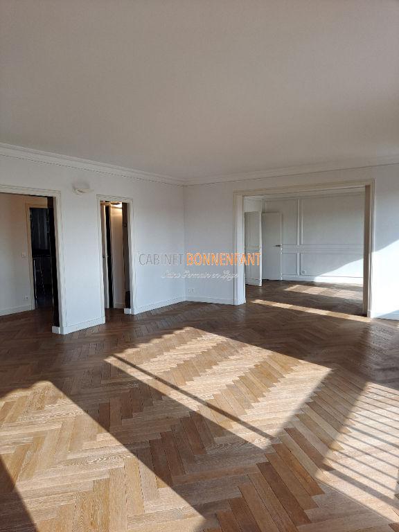 Appartement Saint Germain En Laye 7 pièce(s) 151.13 m2
