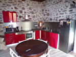 AGDE, maison n pierre de lave 2 appartements avec cour et terrasse