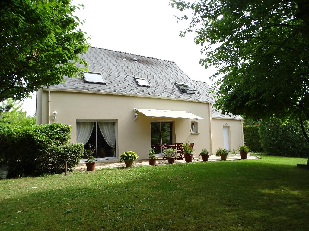Maison Grandchamp 152 m² - 5 ch - 917 m² de terrain