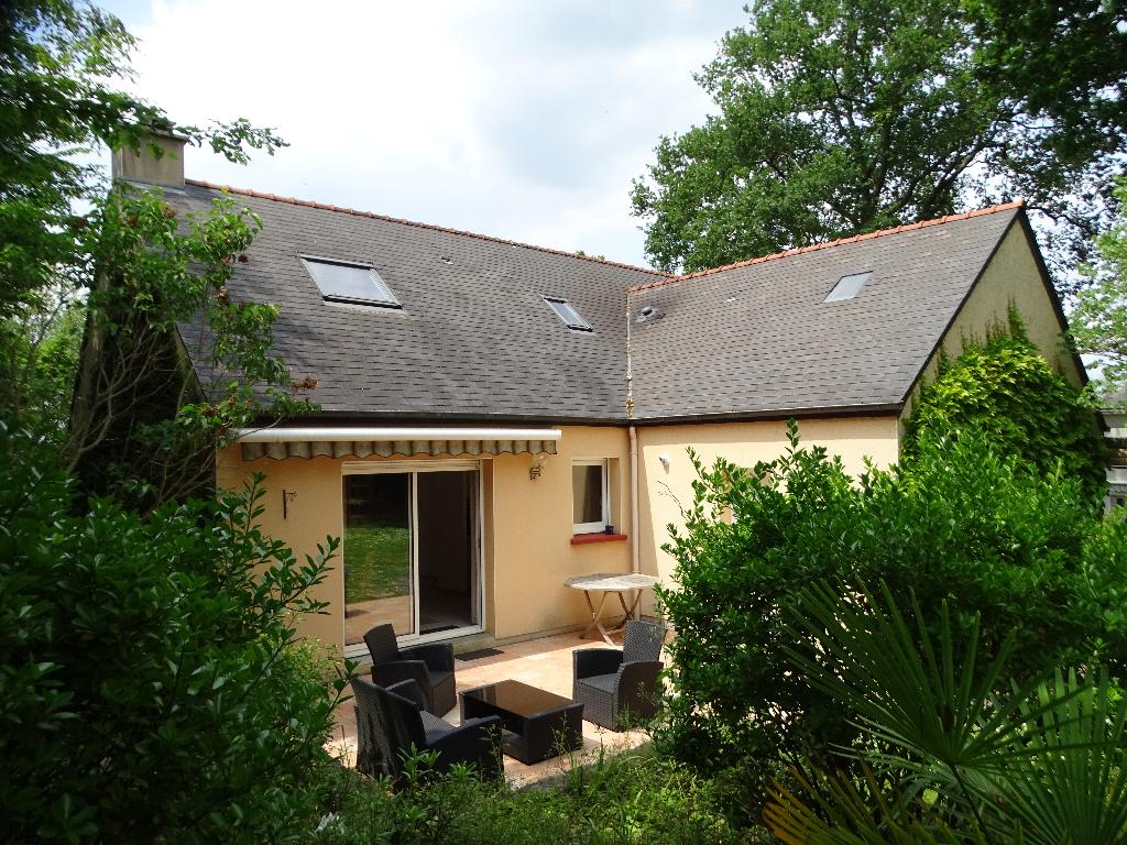 Maison Grandchamp des Fontaine bourg, séjour de 42 m², 4 chambres, terrain 919 m²