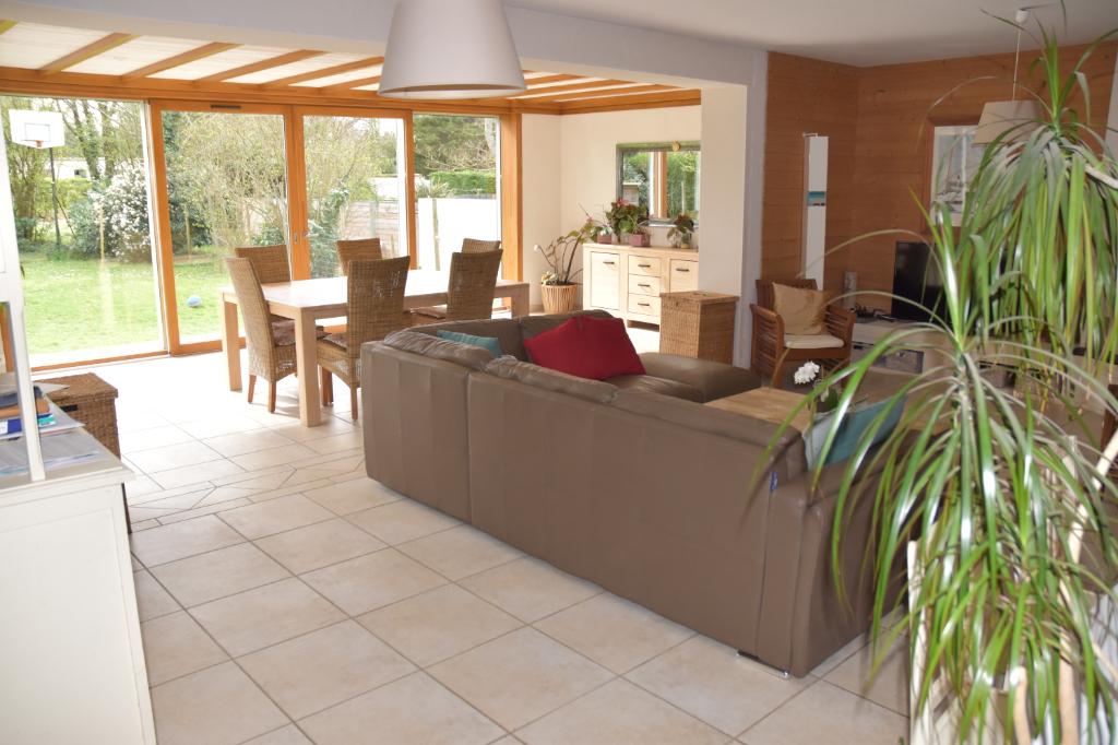 Belle traditionnelle de 6 chambres de 182 m² hab au calme en sortie de bourg de Sucé sur Erdre