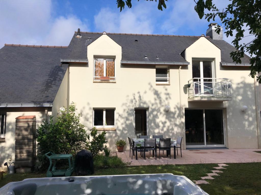 Maison 3 chambres et 1 bureau, belle pièce de vie de 48m², jardin arboré de 442 m²