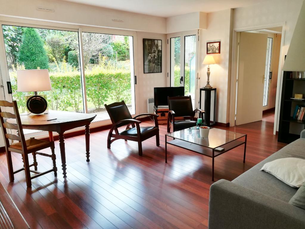 Bel appartement  T2 meublé de 54 m² en rez-de-jardin avec terrasse à NANTES CAMUS