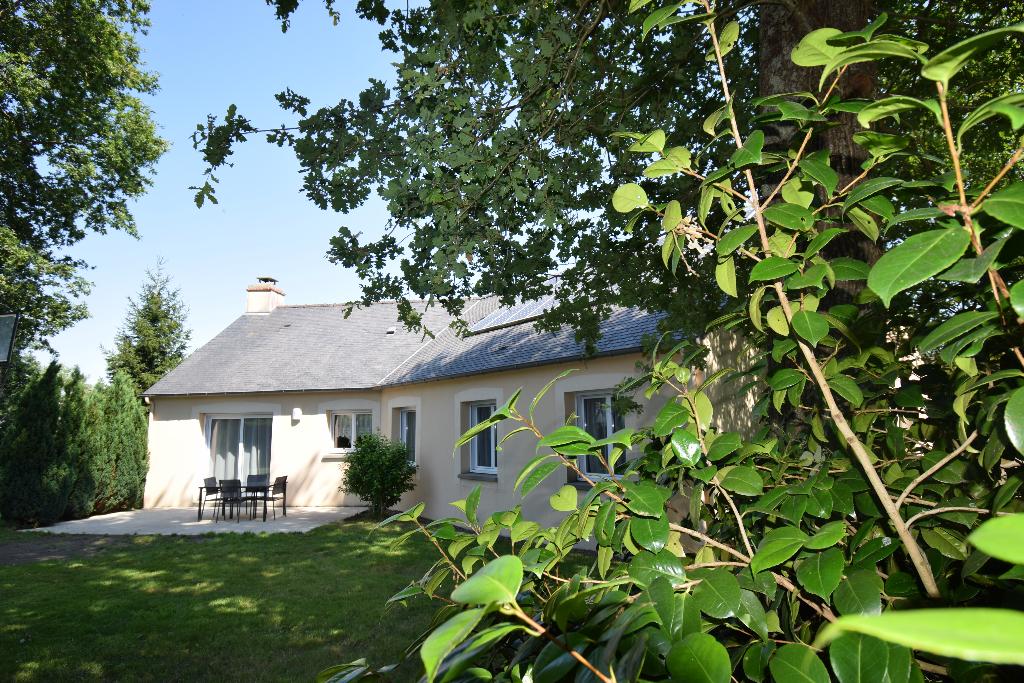 Bourg. Maison 125.44 m² plain-pied 4 chambres sur 771 m² de terrain