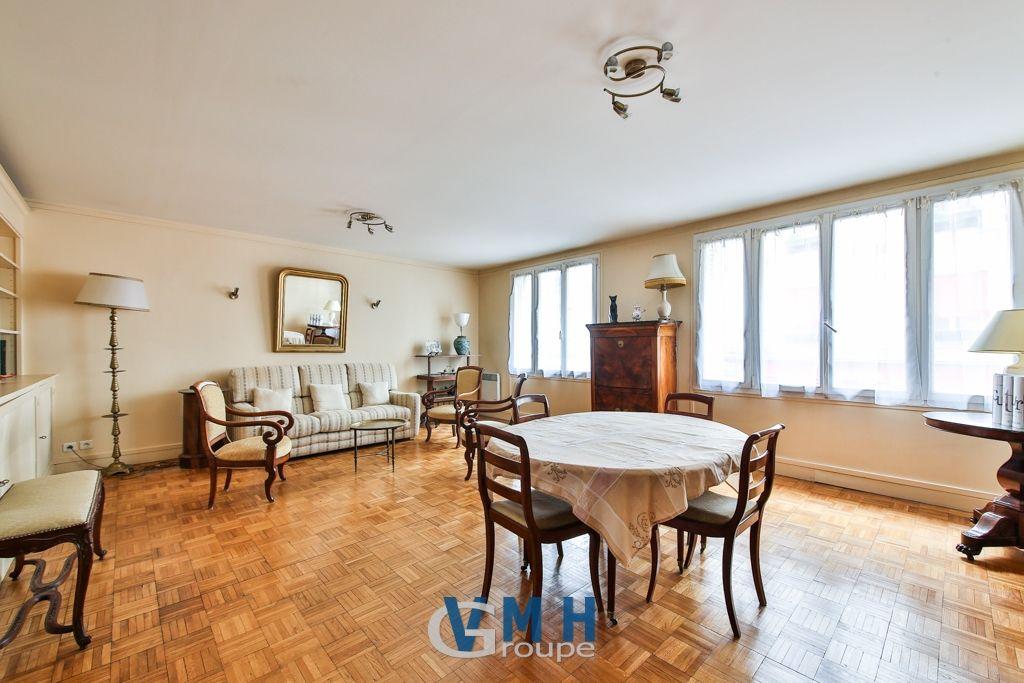 Appartement  à  PARIS de 71 m²