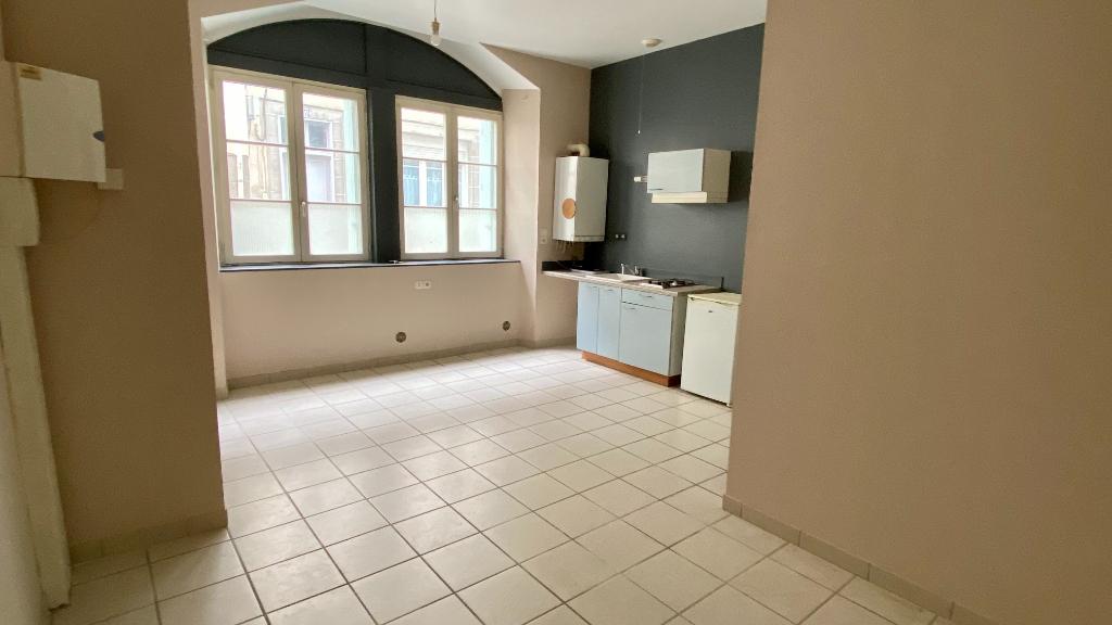 A LOUER - Studio meublé en centre-ville de MORLAIX