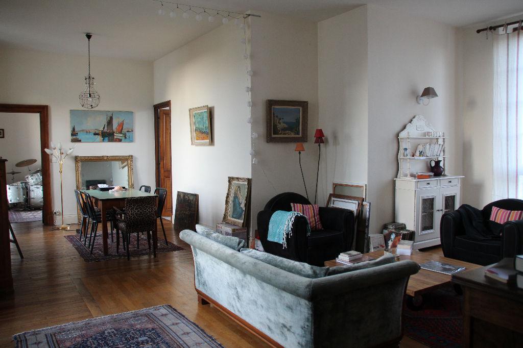 location appartement trelaze appartement a louer trelaze cabinet tr hard page 1. Black Bedroom Furniture Sets. Home Design Ideas